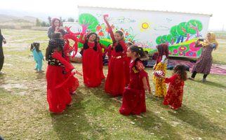 شادی و رقص محلی  دختران  روستای تپانی دشتذهاب بعداز 132 روز بیخانمانی  به روایت تصویر