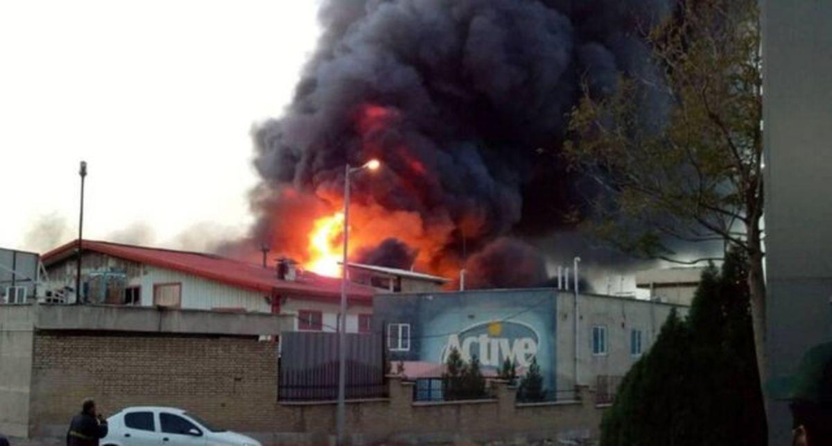 آتش سوزی گسترده کارخانه اکتیو خسارت جانی نداشت