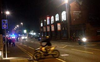 برخورد شدید یک موتورسوار با تیر چراغ برق + فیلم