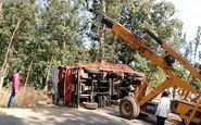 سقوط جرثقیلی که قصد کمک به کامیون را داشت + فیلم