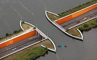 ساخت پلی شگفت انگیز که از زیر آب میگذرد + فیلم