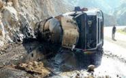 سرقت خطرناک سوخت از تانکر واژگون شده در زاهدان
