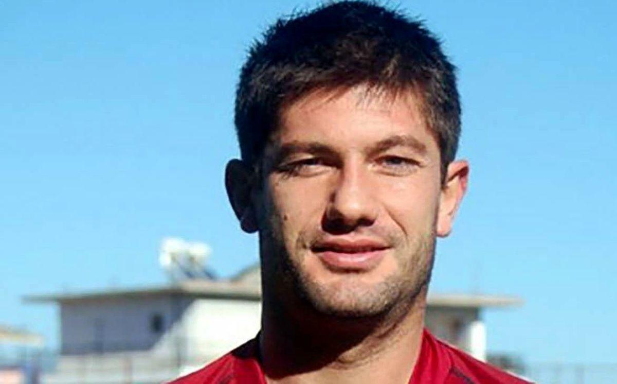 خودکشی یک فوتبالیست با شلیک گلوله در مقابل چشم نامزدش + عکس