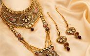 خارج کردن جواهرات و فلزات از شکم زن هندوستانی! +فیلم