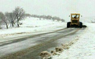 عملیات برف روبی ونمک پاشی درمحورهای مواصلاتی استان کرمانشاه به روایت تصویر