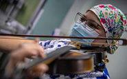پرستاری که برای بیماران کرونایی ویولن مینوازد