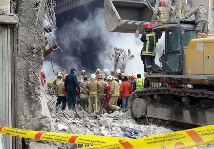 پیکر سیزدهمین آتشنشان پیدا شد/ ۲شهید همچنان زیر آوار