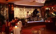 اجرای عجیب موزیک زنده در یکی از رستورانهای تهران +فیلم