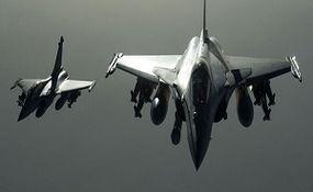 رهگیری هواپیمای سوخت رسانی آمریکا توسط جنگندههای روس + فیلم
