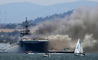 جدیدترین تصاویر منتشر شده از انفجار و آتش سوزی در ناو آمریکایی بانهام ریچارد