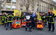 اعتراض آتش نشانان فرانسه و در گیری با پلیس+فیلم