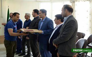 تجلیل از کارگران خدماتی و کارکنان فضای سبز شهرداری کرمانشاه در فرهنگسرای گلنرگس