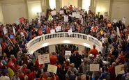 اعتراض معلمان برای افزایش حقوق در آمریکا