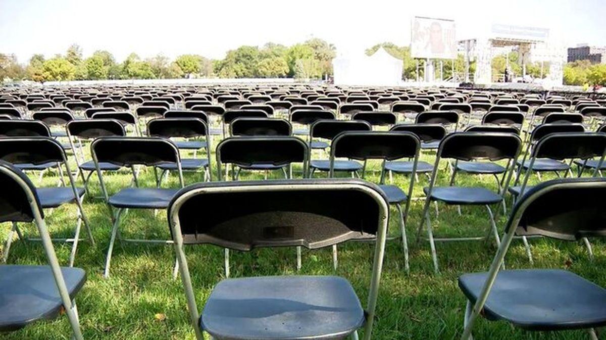 ۲۰ هزار صندلی خالی مقابل کاخ سفید برای ادای احترام به ۲۰۰ هزار قربانی کرونا