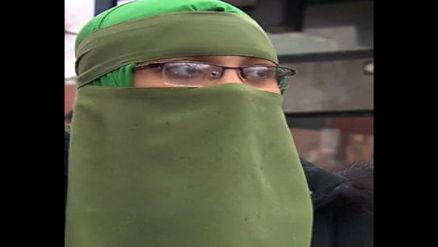 حمله به دختر جوان در ملا عام/ حجاب کامل منجر به اقدام پلید!+عکس